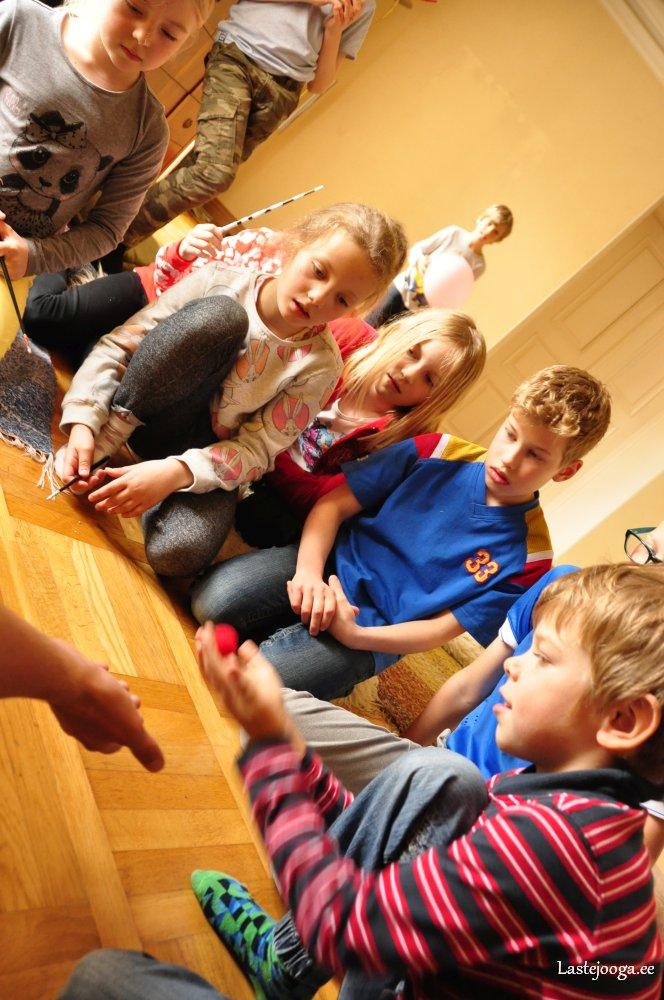 Laste-jooga-mustkunsti-ja-maagia-laager04.jpg
