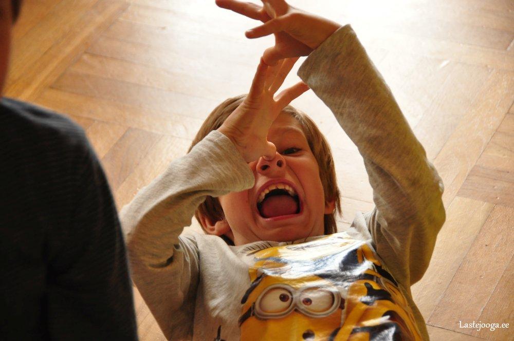 Laste-jooga-mustkunsti-ja-maagia-laager09.jpg