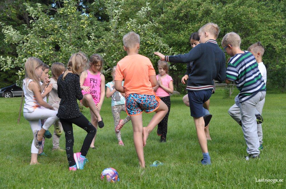 Laste-jooga-suvelaager-2016-05.jpg